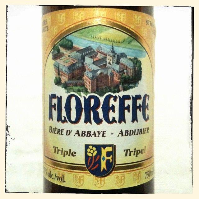 Lefebvre Floreffe Triple #unabirraalgiorno / Stile Abbey Triple, Belgio. Prodotta dai monaci dell'omonima Abbazia presso Namur fondata nel 1221. Gusto dolce-amaro, con leggero aroma di malto, colore chiaro, aroma abbondante quasi floreale, schiuma fine, cremosa e persistente, alc. 7,5%
