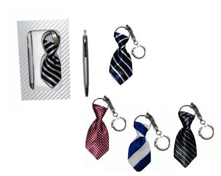 Llavero corbata y boligrafo. Al mejor precio, hasta fin de existencias!! http://www.regalodetalles.es/llavero-corbata-boligrafo-p-1745.html