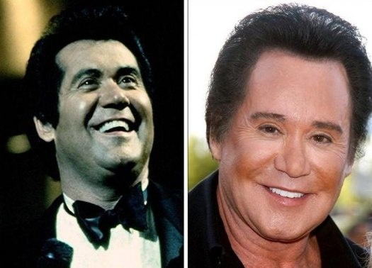 Wayne Newton and his wax statue...no wait...it's breathing!