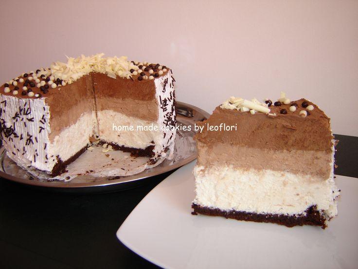 Tort cu 3 feluri de mousse de ciocolata
