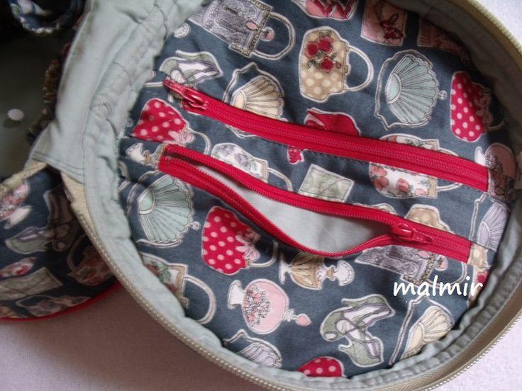 Kuferek Lily - ma dwie ukryte kieszonki w wieczku . Listopad 2016