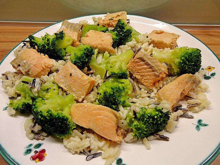 Lachs auf Reis mit Brokkoli