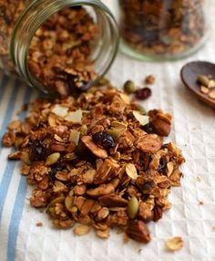 Receta básica para hacer granola casera y que puede adaptarse para hacer distintas mezclas de sabores