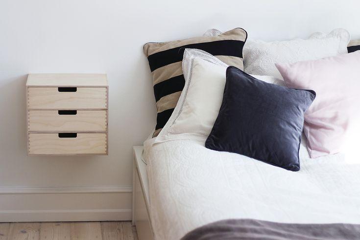 – My latest DIY project: easy & cheap bedside table – Jeg har været på udkig efter et par sengeborde, lige siden vi flyttede ind. Det har ikke været helt nemt…