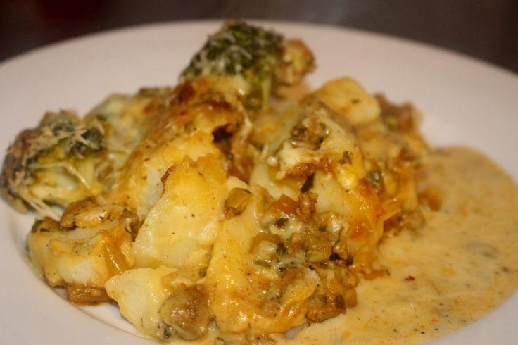 Broccoli prei ovenschotel met gehakt. Een ovenschotel smaakt gewoon àltijd! Laat de ui en knoflook in een scheut olijfolie kort aanbakken. Voeg er het gehakt bij en