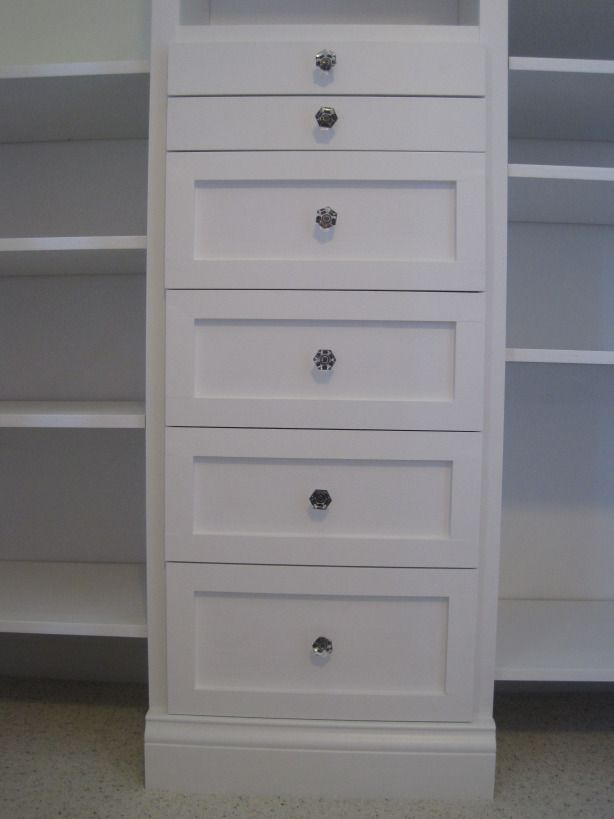 DIY: Step by step to build your own closet.
