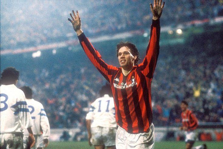 """Panenka on Twitter: """"Es el aniversario de Marco van Basten, uno de los delanteros más geniales de todos los tiempos. En pie. https://t.co/NXOsOuPgGe"""""""