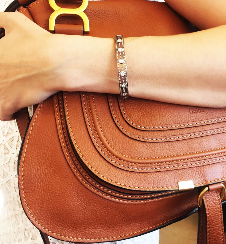 We are not saying Summer is over, we are just saying that our new pink gold 18K bracelet looks perfect with the brown leather Fall Chloe bag.