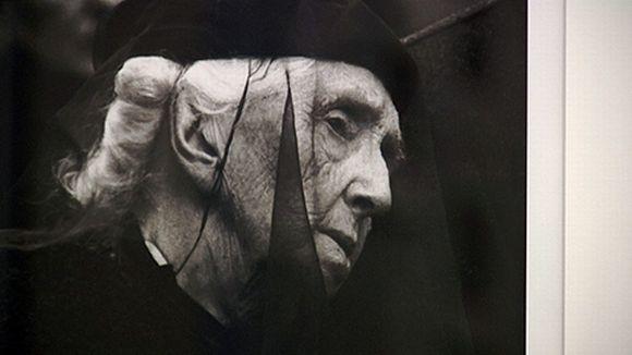 Valokuvaaja Caj Bremerin kuva Aino Sibliuksesta. Kuva näyttelystä.