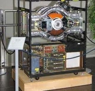 Ini adalah 1 GB hard disk drive pertama kali. Pertama 1GB hard disk drive diumumkan pada tahun 1980 yang beratnya sekitar 68 kg. Dan itu dihargai $ 40.000 atau sekitar Rp 541.000.000 #meja #kursi #lemari #computer #kantor #peralatankantor #mediainovasisemarang   via Instagram http://ift.tt/2hnf7E7  instagram