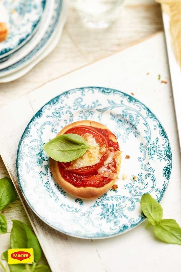 Italienische Mini Pizzen | Rezept | Mini pizza, Lebensmittel