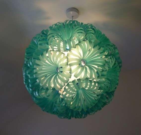 lampadario riciclo : Riciclo creativo arredamento - Lampadario con flaconi di plastica