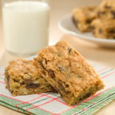Dr. Fuhrman's Ingredients: 2 cups quick oats (instant) 14 cup chopped walnuts 12 cup shredded coconut 12 cup raisins (chopped dates) 2 mashed bananas 14 cup unsweetened applesauce (optional) 1 tbsp date sugar (optional)