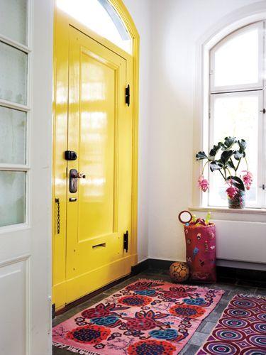 Laissons entrer le soleil dans la maison : une entrée jaune, pleine de vie