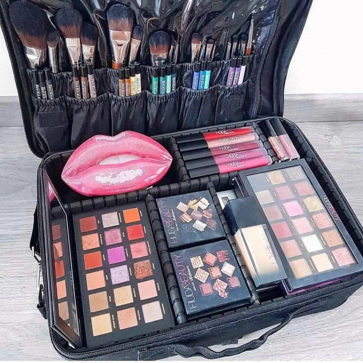 Black Makeup Bag in 2020 Black makeup bag, Soft makeup