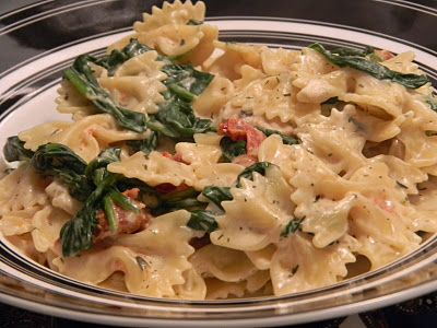 One Day At A Time - From My Kitchen To Yours: Spinach, Mushroom, Sundried Tomato Boursin Pasta