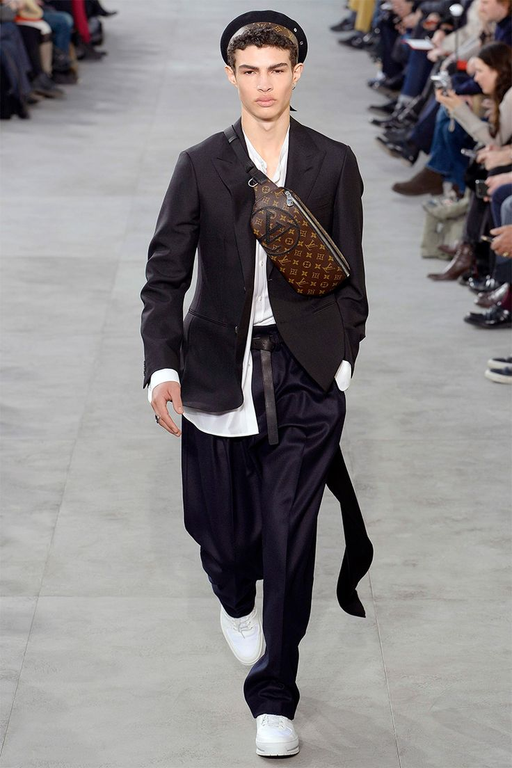 Kim Jones unveiled his Fall Winter 2017 collection for Louis Vuitton during  Paris Fashion Week 01ef5acffc7