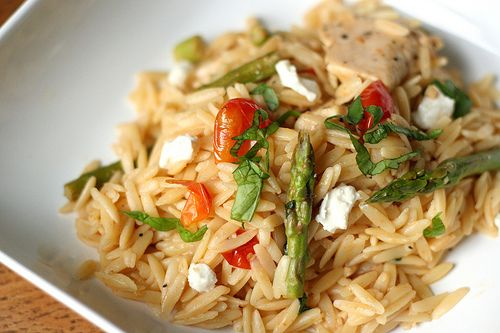 Orzo with chicken, asparagus and goat cheese