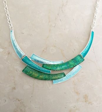 Blue and green curves necklace