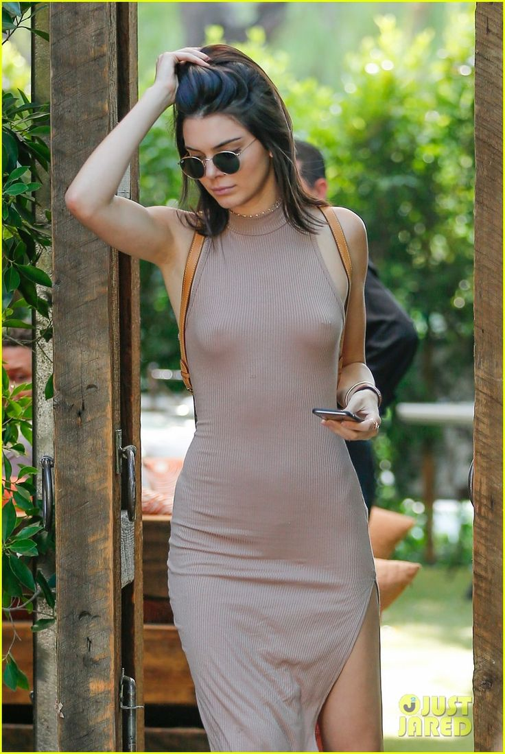 Kendall Jenner Goes Braless For Lunch With Sisters | kendall jenner lunch sisters picks faves 01 - Photo