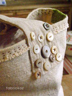 handmade*zakka   fabrickaz+idees Button embellishment. (Pinned for closure.)