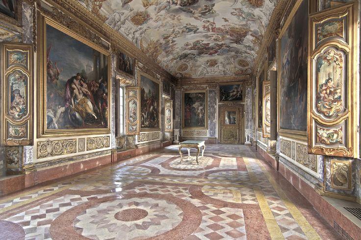 A #Macerata la Sala dell'Eneide al piano nobile di Palazzo Buonaccorsi, a cui si giunge dopo un percorso nelle 13 sale allestite con i quadri di Arte Antica della Pinacoteca.