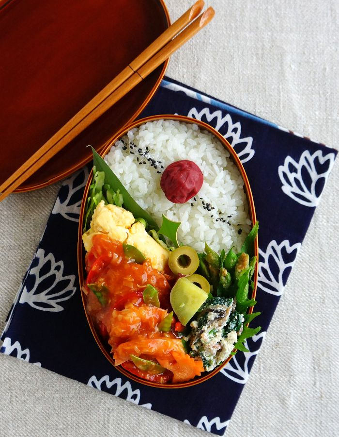 Sweet chilli prawns stir-fry bento/海老チリ弁当