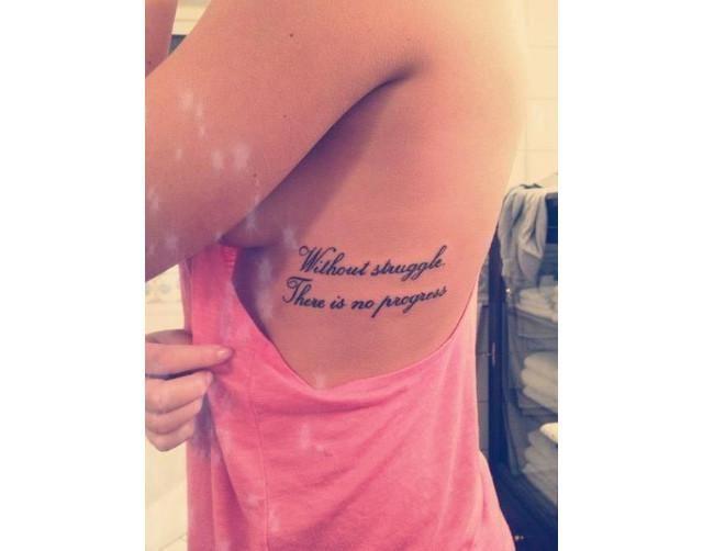 """""""Hay una luz que nunca desaparece""""Los que son admiradores de este arte, estarán de acuerdo en afirmar que las mujeres con tatuajes suelen ser las más atractivas. Muchos dirán que siempre dependerá del tatuaje, su ubicación y claramente de la personalidad de la mujer que lo lleve, pero si algo no podemos negar"""