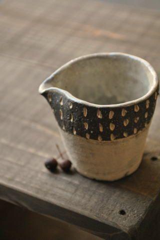 宇田令奈  ミルクピッチャー(ステッチ柄) 作家ものの陶器・和食器販売【WAGOKORO】   How i adore japanese pot making!