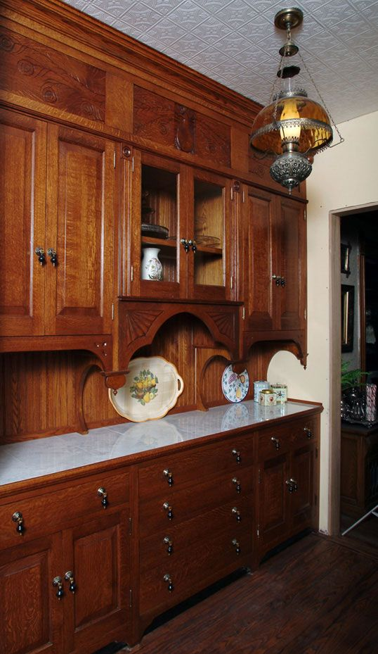 vintage kitchen...I would love to have this.