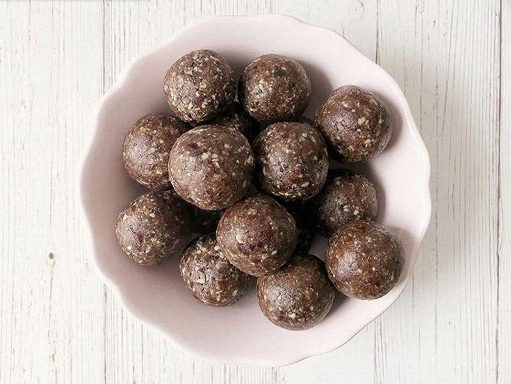 DIY-Anleitung: Energy-Balls mit Chia-Samen und Datteln zubereiten via DaWanda.com
