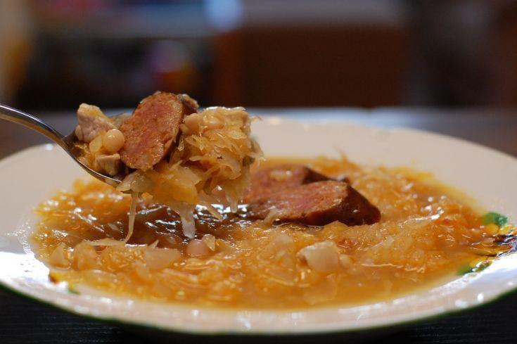 Fotorecept: Kapustovo fazuľová polievka s klobáskou
