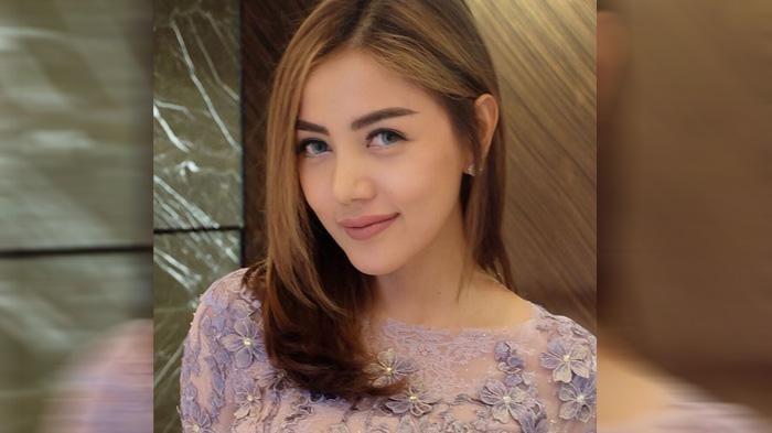 Instagram Bella Shofie - Pose Mesra dengan Seorang Pria, Inikah Pengganti Suryono?