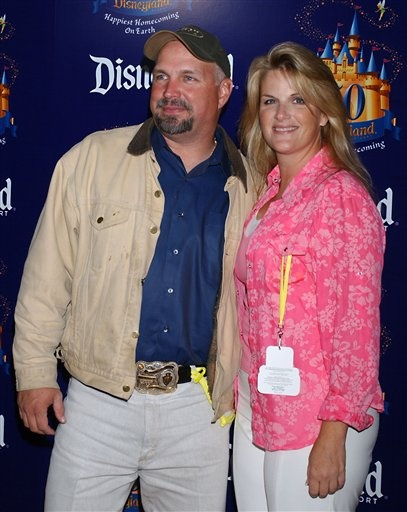 166 best images about garth and trisha on pinterest for Is garth brooks and trisha yearwood still married