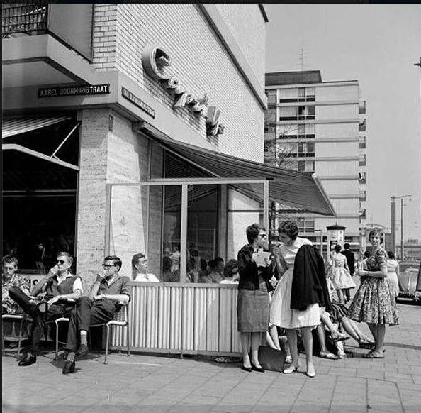 """Right around the corner of my house! Karel Doormanstraat , Capri ijs. DE ontmoetingsplek voor """"jong Rotterdam"""""""