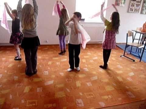 Zabawa z chustkami,  przy muzyce, rytmika dla dzieci, Delibes, Pizzicato...