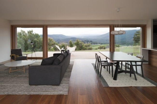 Contemporary farmhouse rises after the ashes | Designhunter - architecture & design blog