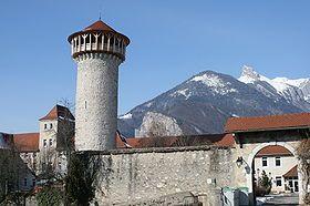 Donjon de Faverges, à visiter avec les Guides du Patrimoine des Pays de Savoie http://www.gpps.fr/Guides-du-Patrimoine-des-Pays-de-Savoie/Pages/Site/Visites-en-Savoie-Mont-Blanc/Genevois/Autour-du-lac-d-Annecy/Faverges-Donjon-et-villages