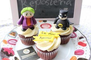 #Cupcakes de el #guason y #batman que hicimos para un regalo de cumpleaños. Son 100% comestibles y podemos hacer el personaje o diseño que mas te guste. #bogota #batman