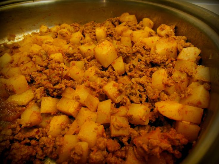 Mom's Classic Recipes: Carne Molida con Papas