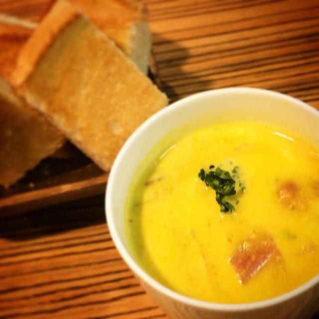 Goodmorning୧⃛(๑⃙⃘◡̈๑⃙⃘)୨⃛✩ 朝ごはんにかぼちゃのスープ作りました✩ かぼちゃは皮ごと潰して コンソメと生クリーム、少し牛乳で、かぼちゃの味を楽しみました\(◡̈)/♥︎ うまうまです✩ - 2件のもぐもぐ - かぼちゃのスープ by nachi017