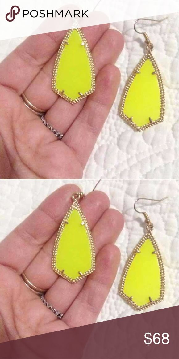 Anya Neon Yellow Earring similar to Kendra Scott earring Neon yellow  drop dangle.  😘 Vintage Jewelry Earrings