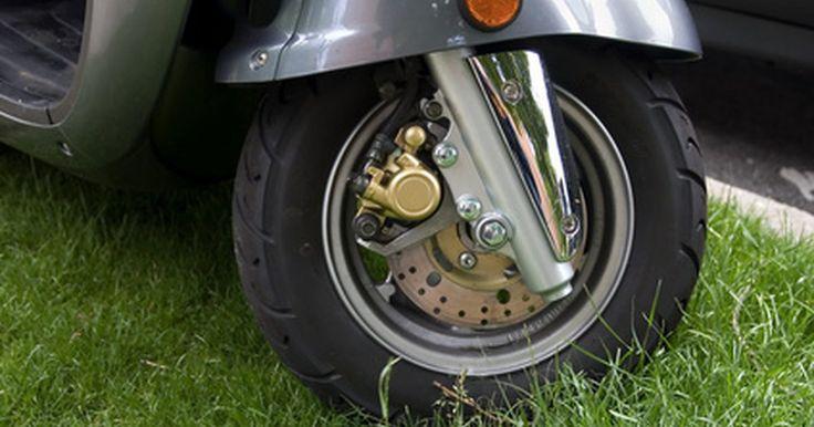 ¿Cómo aumentar la velocidad en mi moto scooter de 150 cc?. Puedes aumentar la velocidad máxima de tu moto scooter de 150 cc con la realización de procedimientos de mantenimiento de rutina destinados a garantizar que tu moto esté funcionando como debe ser. Además, se pueden instalar varias opciones de accesorios del mercado que permitirán a tu moto scooter viajar de manera más eficiente en el futuro. El ...