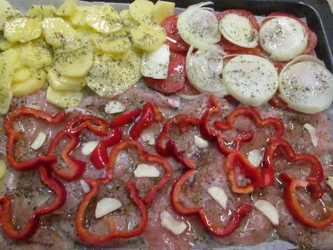 Pechugas de pollo al horno con patatas y verduras Receta de Gabriela Diez - Cookpad