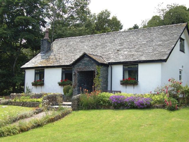 Mid-price range, 4 bedrooms, beautiful garden, rural setting, see sheep or cows in pics, no mountain view but still beautiful.  Old fashioned furnishings but very nice looking.  Lookin How (Luxury), Ullswater Holiday Cottages & Self Catering Accommodation in Ullswater | Cumbrian Cottages
