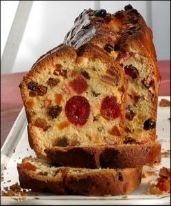 The perfect English cake Finis les cakes plombés sur le fond avec des fruits confit tassés ! Après avoir comparé les recettes de la blogosphère j