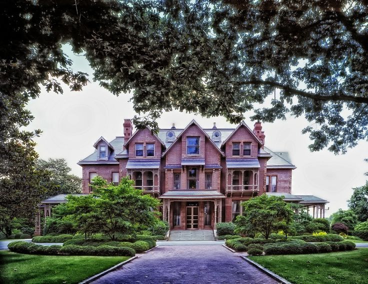 Tour the Governor's Mansion in Raleigh, North Carolina! Moving to North Carolina? Get your moving supplies here!