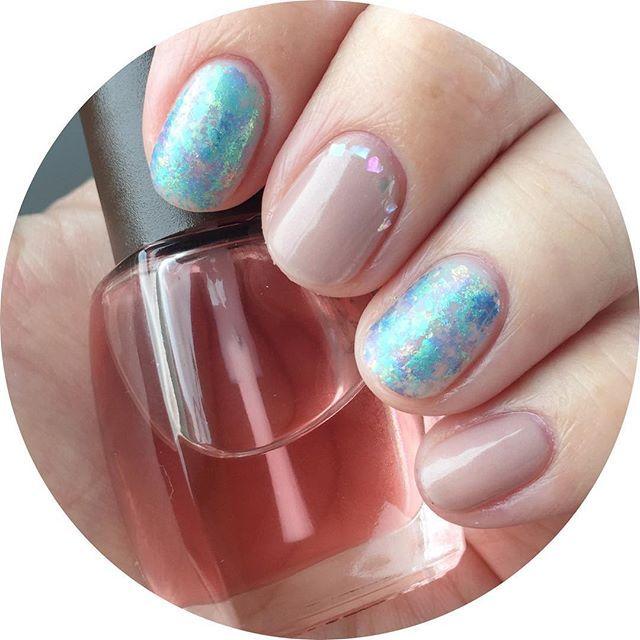 ✨💠✨ いつも通り爪短くしました🕺❤ ・ #flickanail のsaori先生のインスタLiveで学んだ、ホイルに薄くホワイトを重ねて塗る技を試してみました🕺💡 ホイル欲張りすぎました😫💦笑 なんでもほどほどが大事ですねー🙈💦でもほわっとキラキラで可愛です😚❤ ・ ウカの3/0は、グレイッシュパープル💡 私的には、赤みのあるピンクベージュのような色味で、細かいパールも入っているので綺麗に塗れて、ナチュラルで上品な素敵ポリッシュです❤ ・ @uka.omotesando・uka・3/0 #ゼロブンノサン @ducato_nail・Ducato・55/コンデンスミルク ・…