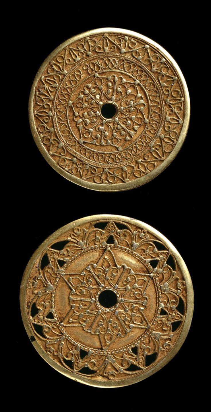 Indonesia ~ Bugis   Pair of ear discs or pendants ~ Kowari' ~ gold   Late 19th to early 20th century        {GPA}