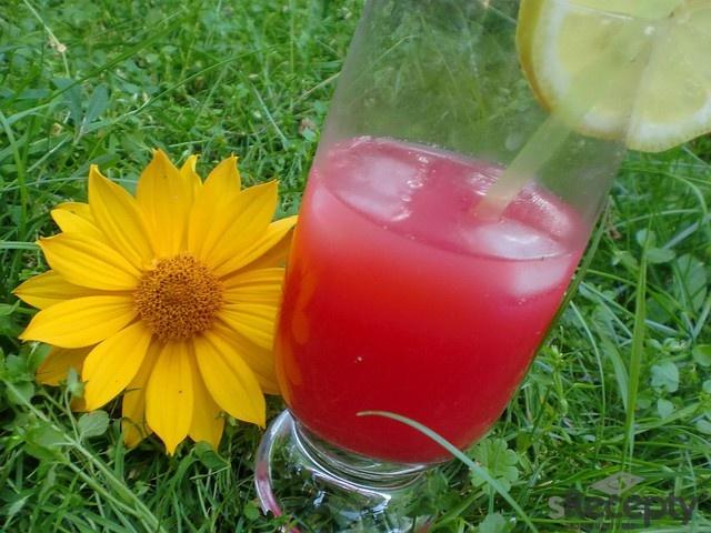 Tento nápoj se dělá v šejkru.Do šekru nasypeme led a nalijeme vodku, ovocný likér, grenadínu a oba džusy. Důkladně protřepeme a nalijeme do skleničky. Mužeme ozdobit plátkem ananasu.